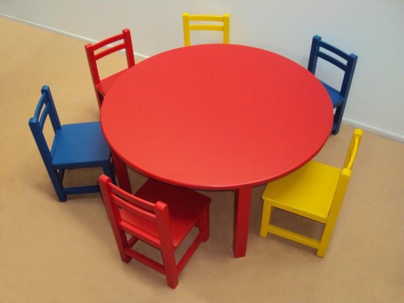 Επαγγελματικό Παιδικό Ξύλινο Τραπέζι 115€ Λάκα (Φ120Χ54)